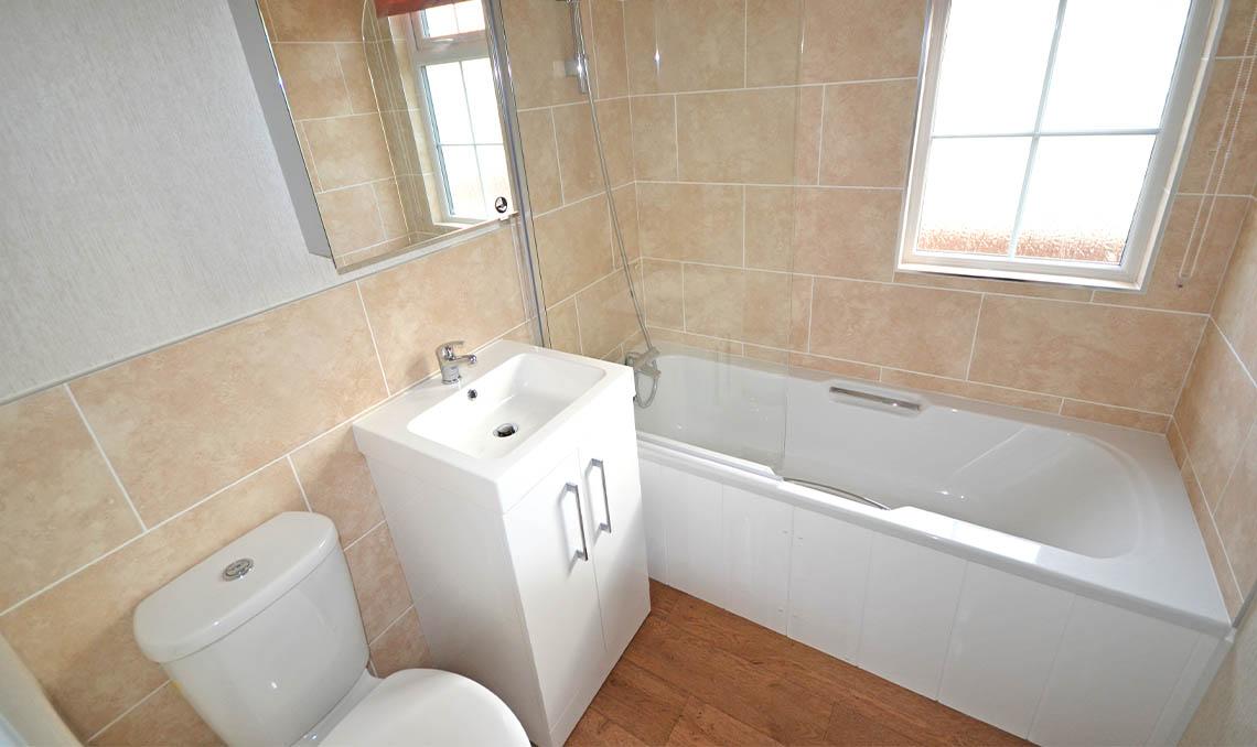 Spacious Park Home Bathroom